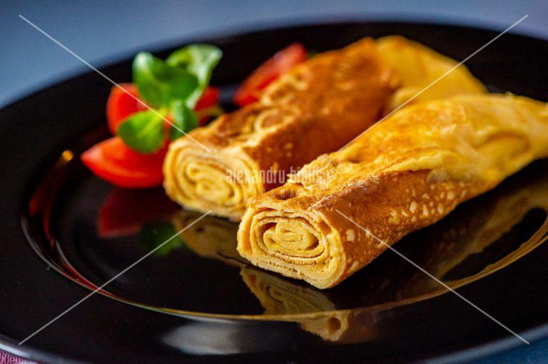 fotografie-culinara-Omleta rulata si rosii