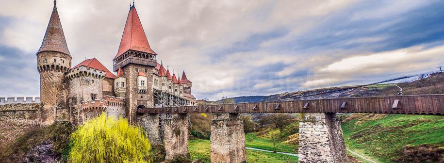 Castelul-Corvinilor-Hunedoara-Romania-PREVIEW-slider-shop